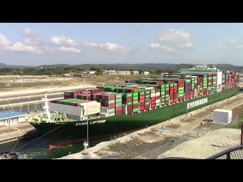 Container Ship EVER LIFTING at New Agua Clara Locks - Expanded Panama Canal (April 22, 2017)
