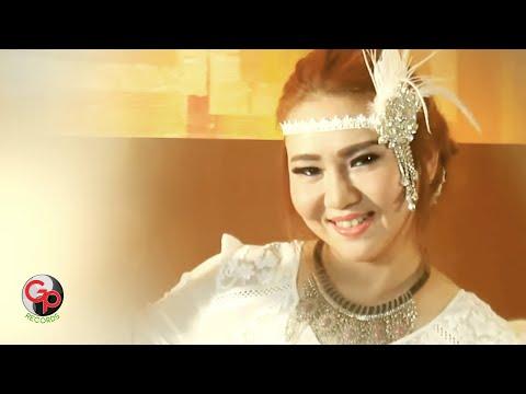 POPPY KELLY - AKU MAHAL [Official Music Video]