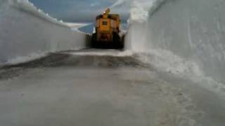 CAIRNGORM MOUNTAIN - 16thJANUARY 2010 - Snow blower on top link road thumbnail