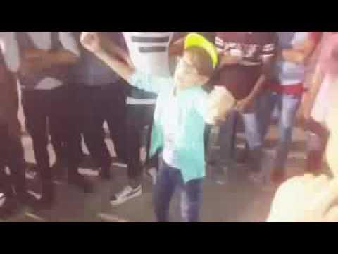 رقص طفل عراقي 2017 thumbnail