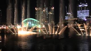 Dubai Mall fountains dancing to Enrique Iglesias's Spanish version of Hero