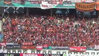 Download Video Atmosfir jakmania di dalam Stadion wibawa mukti MP3 3GP MP4