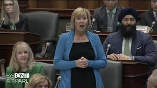 Does the Minister of Labour support disparaging remarks about union leaders? thumbnail