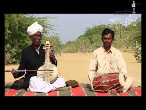 Hakim Khan Manganiar with his son Kutla Khan on dholak  Khamaicha  Village Harwa  Barmer 2