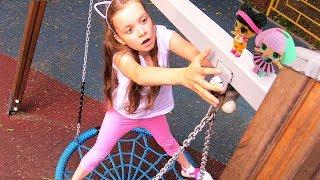 Куклы ЛОЛ на детской площадке - Видео для девочек
