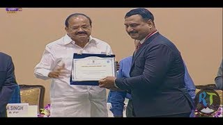 Indian Vice President awards Ahmadiyya Officer Munawar Khursheed, a Former DIG Railway