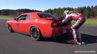 Stuntman skating 200km h behind a Dodge Challenger SRT8 !