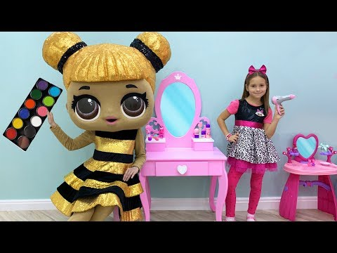 София играет в салон красоты с Куклами и Детской парикмахерской, Makeup And Beauty Salon For Dolls