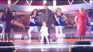 Песня года 2014 Стас Костюшкин и маленькая девочка(Виктория Родионова - 6 лет . Танцовщица Тодес , певица, актриса, модель . Песня года 2014 Стас Костюшкин и мален..., 2015-01-01T22:22:12.000Z)