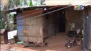 Căn nhà vệ sinh tồi tàn rách nát là nơi cư ngụ của cả một gia đình