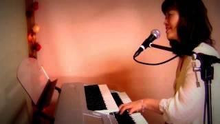 オリジナルのクリスマスソングを弾き語りしています。 (リズムとハモリ...
