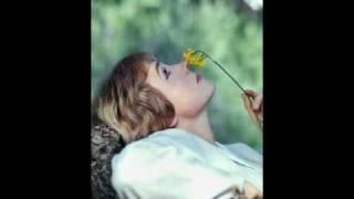 """Julie Andrews Sings """"A Sleepin"""