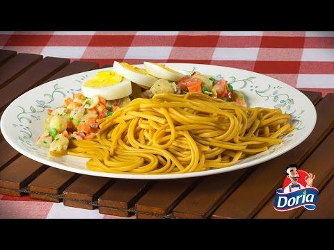 Spaghetti Doria Sabor Chorizo con ensalada de garbanzos.