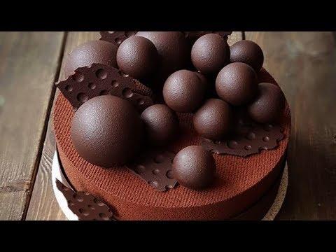 Шар из шоколада. Мастер из Душанбе создает сладкие новогодние шары