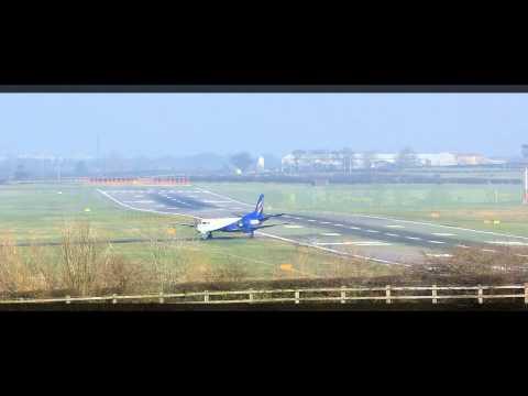 Newcastle Airport 72 (HD) - Eastern Airways Saab 2000 Arrival