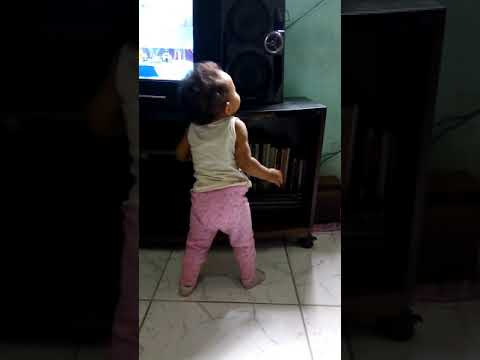 Lauryane dançando