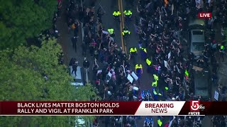 Large crowd of peaceful protesters surround Boston police convoy