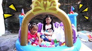 Mainan Kolam Istana Balon + Mandi Bola Anak 💖 Let's Play Jessica Jenica