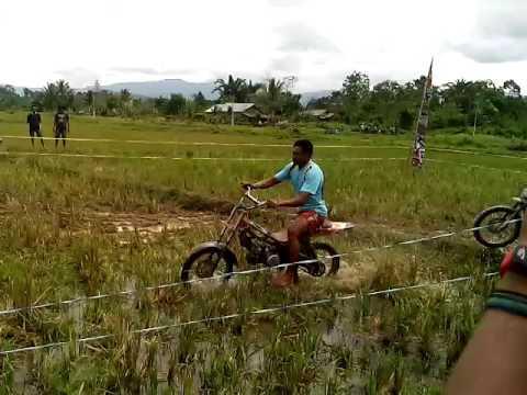 Balap Motor Ojek Sawah Lucu Koltim Youtube