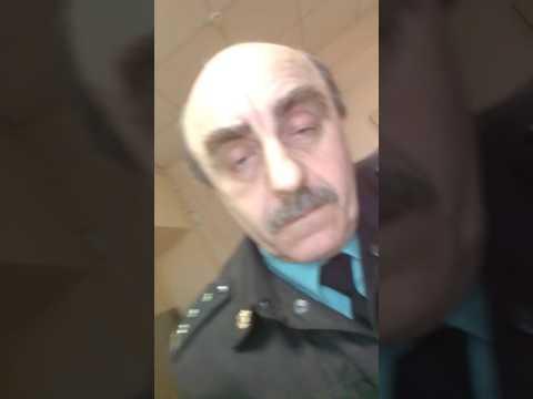 Я со сломаной рукой пришла в Железнодорожный районный суд г Воронежа.