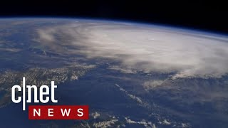 Astronaut shares hurricane pictures from space (CNET News)