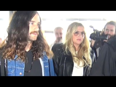 Pop Star Kesha Creates Chaos At LAX