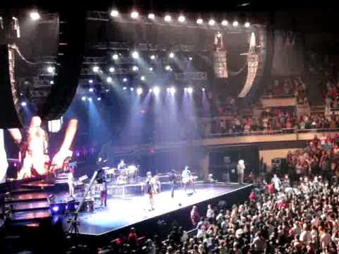 "Bruno Mars - ""Just The Way You Are"" To Grandma - And Band Intro - Honolulu, Hawaii 4/21/14"