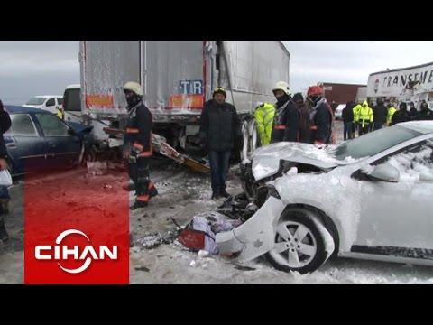 TEM ve E-5'te zincirleme kaza: Onlarca araç birbirine girdi
