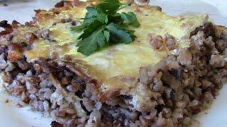 Запеканка из гречки с фаршем, грибами и сырной корочкой.