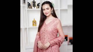 Beautiful Pakistani Actress Sana Javed Dressing Style