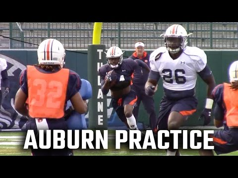 Which Auburn quarterbacks are mimicking Oklahoma's Baker Mayfield during Sugar Bowl practices?