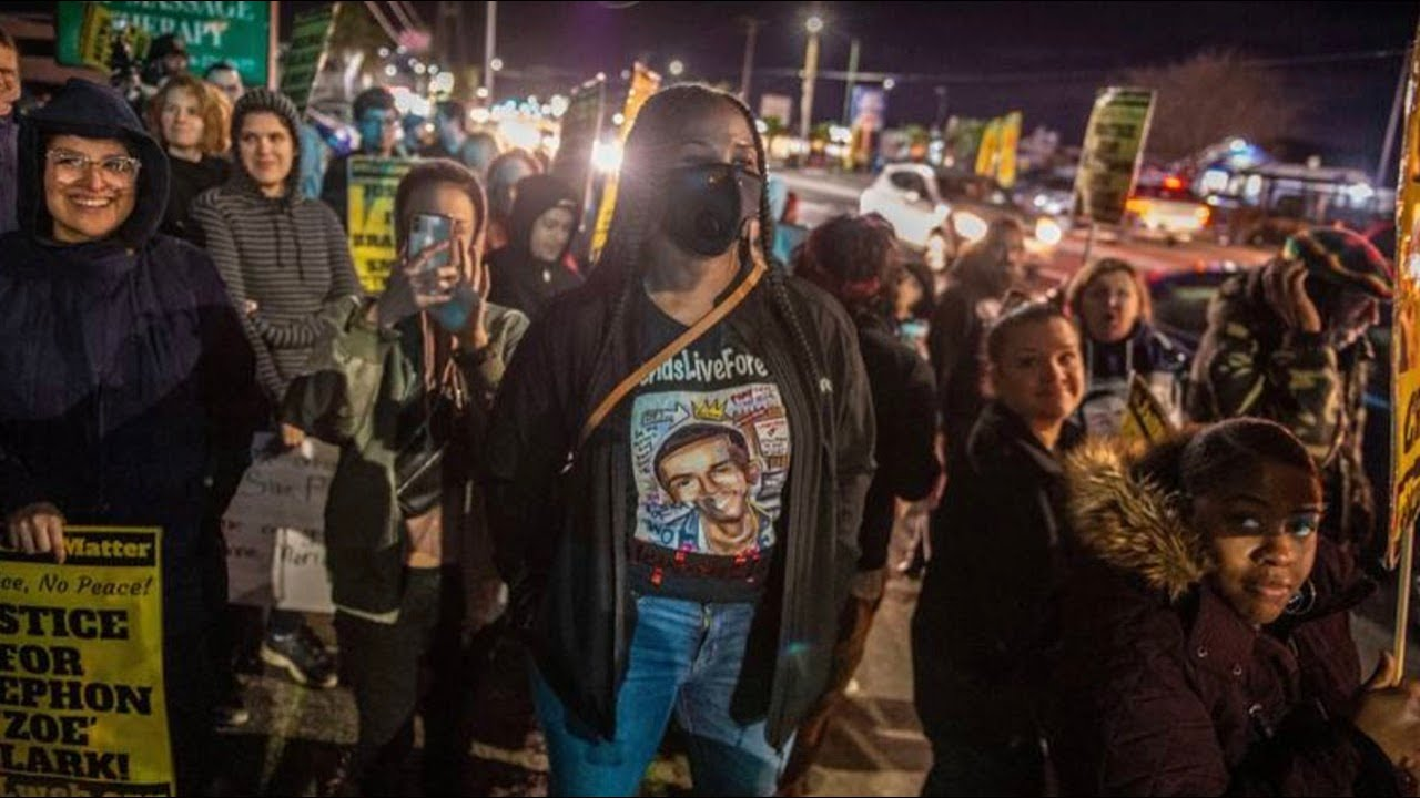 Protests continue at vigil in Meadowview, Stephon Clark's family home