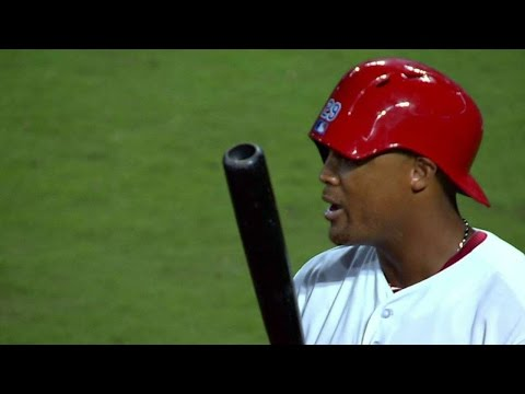 SEA@TEX: Beltre puts batting helmet on backwards