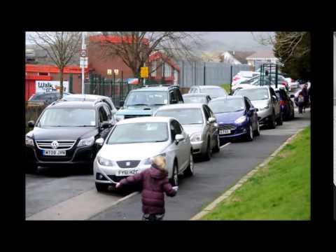 School run chaos outside a Primary School in Burnley
