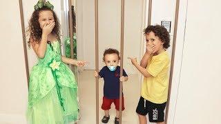 O Bebê quer ser alto para brincar com seus primos ★ شفا دخلت البيبي السجن !