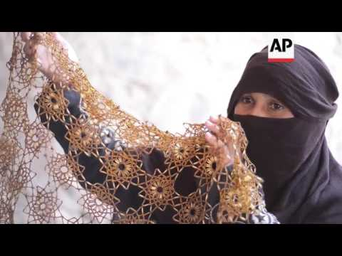 Bedouin women struggle to sell crafts due to tourism decline++FIRST RUN 9 MAY 2016++