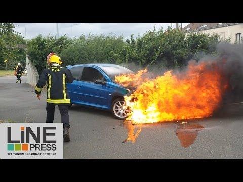 Feu de voiture accidentel (car fire) / Saclay (91) - France 30 juillet 2013 ©Line Press