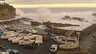 Le littoral atlantique fouetté par des vagues violentes