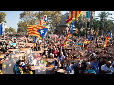 Así se ha celebrado la declaración de independencia de Catalunya en las afueras del Parlament