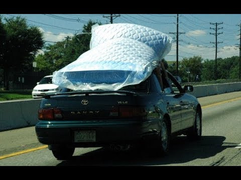 Idiot Ties Mattress To Car Roof With Trash Bags Youtube