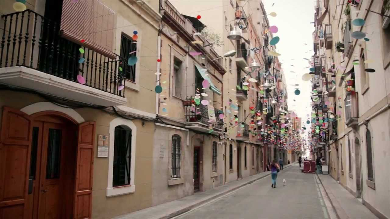 Barcelona City Streets And People Travel Tour Guide Youtube