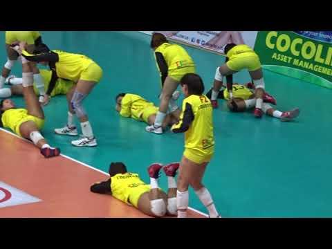 PSL F2 Logistics Stretching before a volleyball match