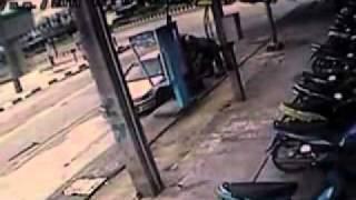 Tayland'da Patlama - Bomba imha uzmanı kurtuldu