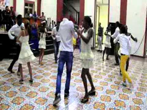 En Guantánamo los jóvenes bailan casino