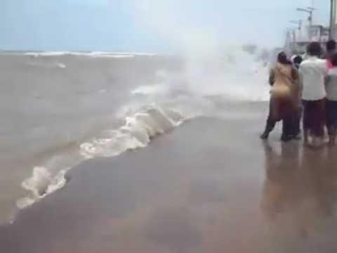 Haji Ali dargah a lady fall in sea