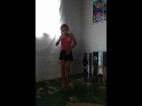 Menina de 9 anos dança Anita