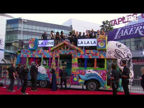 Bailee Madison Red Carpet Interview - AMAs 2014