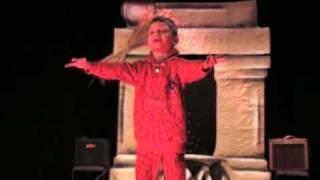 человек-паук  - паутина-из-рук. сказка про супергероев(малец со сцены рассказывает прикольную сказку про теремок на новый лад., 2009-11-05T22:27:47.000Z)