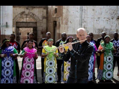 Mathebethebeni (Symphonic Soweto) - Wouter Kellerman & Soweto Gospel Choir