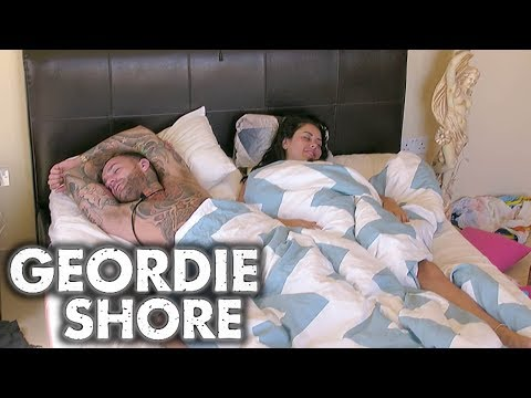 Geordie Shore 1309 | Why Aye! Maaron's Make Up Buck